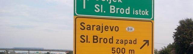 Na estrada: fronteira da Croácia com a Bósnia